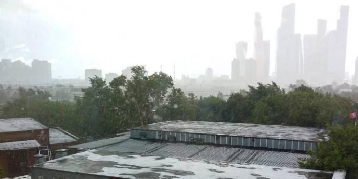 В Москве 2 июня выпал первый снег: фото и видео из соцсетей