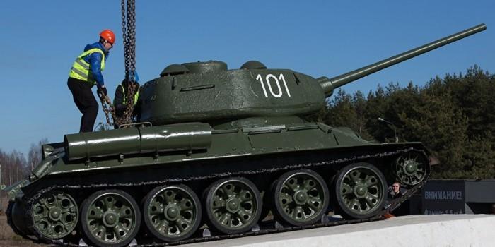 """В Молдавии начали сносить памятники советским воинам-освободителям как """"символы оккупации"""""""