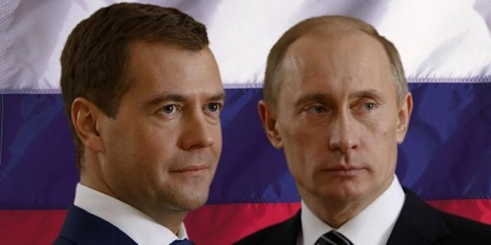 В Киеве на избирательном участке расклеили портреты Путина и Медведева