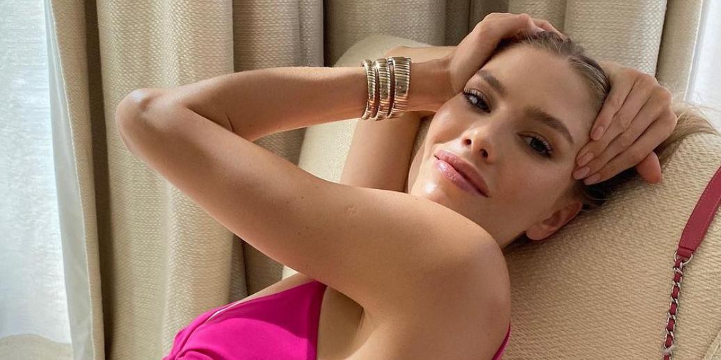 Беременная Лена Перминова показала голую грудь, снявшись в полупрозрачных трусиках