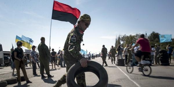 Блокировавшие Крым активисты пожаловались на невыплату поощрения