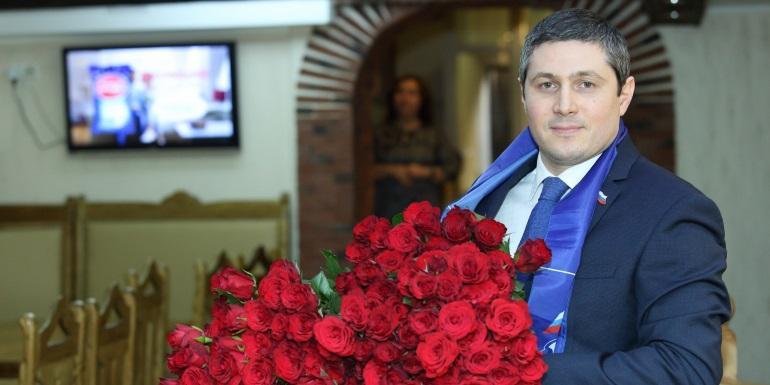 Депутат пожаловался в прокуратуру на заставляющую его работать избирательницу