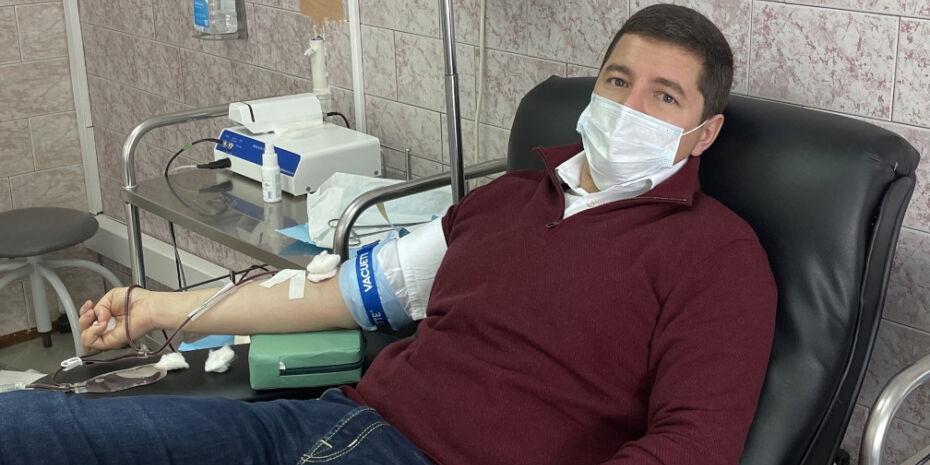 """В Национальный день донора губернаторы """"новой волны"""" сдали кровь"""