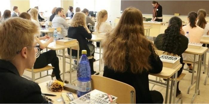 В Латвии намерены запретить русскоязычным школьникам сдавать экзамены на родном языке