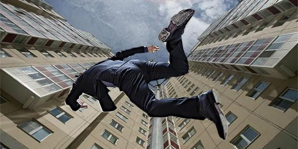 Житель Саратова упал с девятого этажа, встал и пошел домой