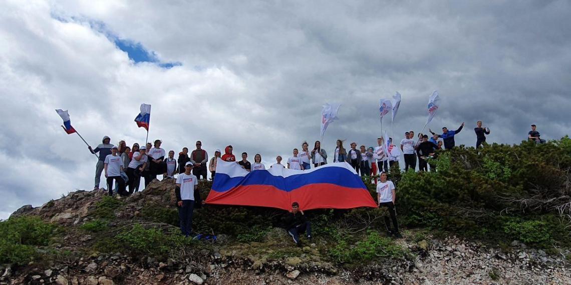 Сахалинцы в честь Дня России покорили гору Юноны