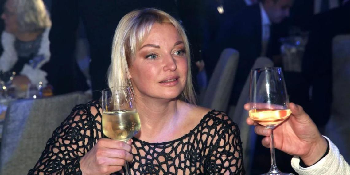 """""""Прикладывалась она ежедневно"""": любовник Волочковой заявил, что не смог справиться с ее пьянством"""