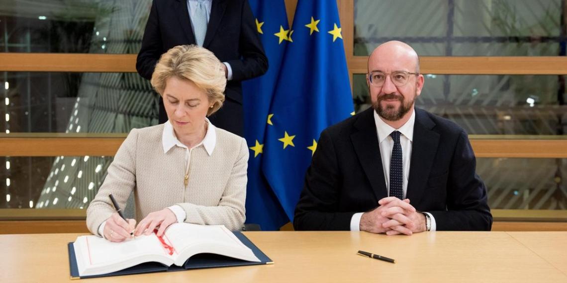 В Брюсселе подписали соглашение о выходе Великобритании из ЕС