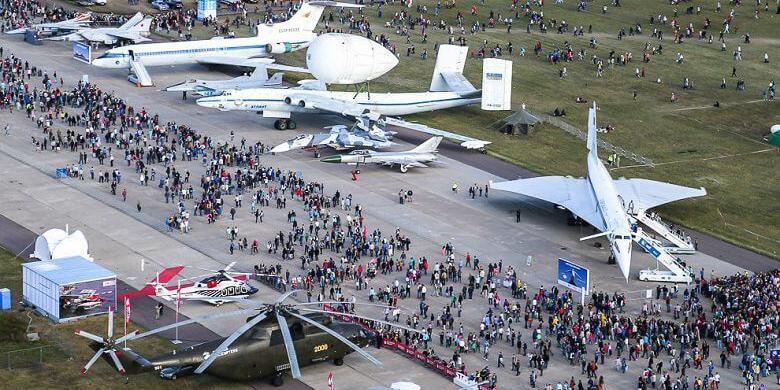 "СМИ: Медведев отменил авиасалон ""МАКС-2019"""