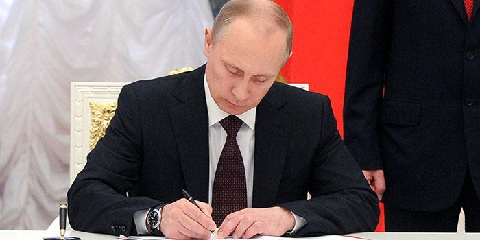 Путин продлил программу материнского капитала до 2021 года