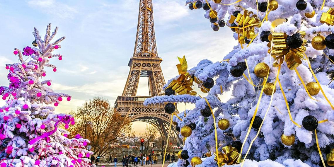 Французские медики призывают отменить празднования Рождества и Нового года