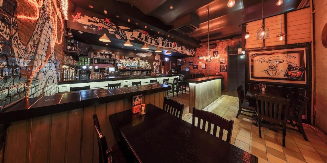 Власти Москвы назвали фейком принудительную изоляцию для гостей баров