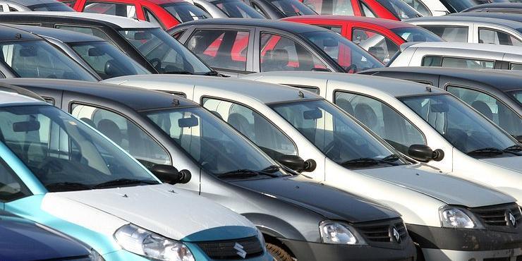 Россияне стали покупать втрое меньше автомобилей