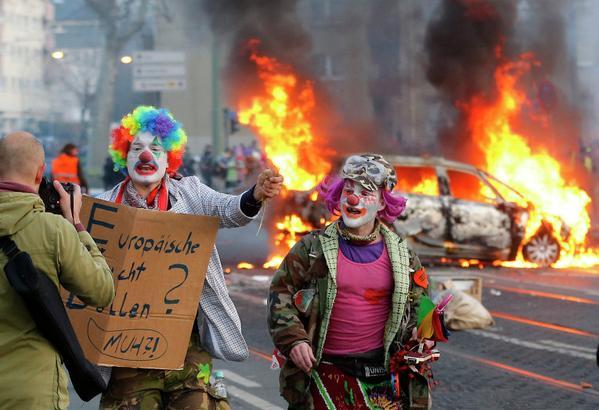 Депутат Бундестага: западные СМИ так хвалили Майдан, а теперь ругают бунт во Франкфурте