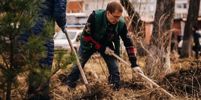 Россияне вышли на субботники, посвященные Году экологии