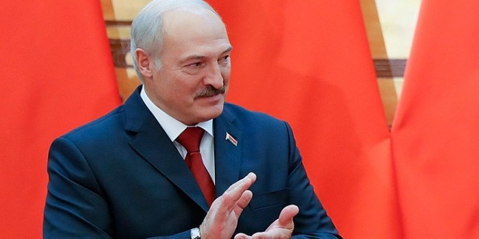 """""""Никогда не стояли на коленях"""": Лукашенко прокомментировал нефтегазовые соглашения с РФ"""