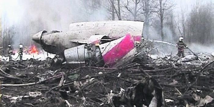 Польша потребовала у России записи переговоров из рухнувшего самолета президента Качиньского
