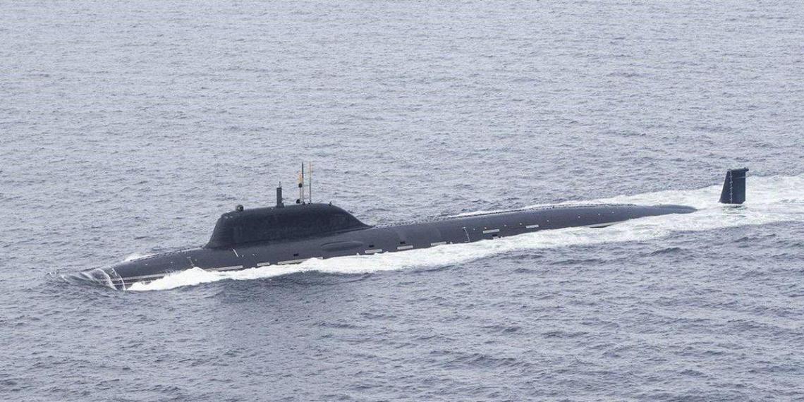 Возле территориальных вод Японии обнаружили загадочную подлодку