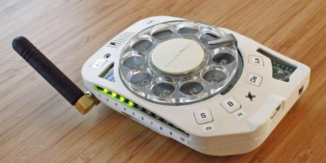 В продажу вышел 4G-смартфон с дисковым набором