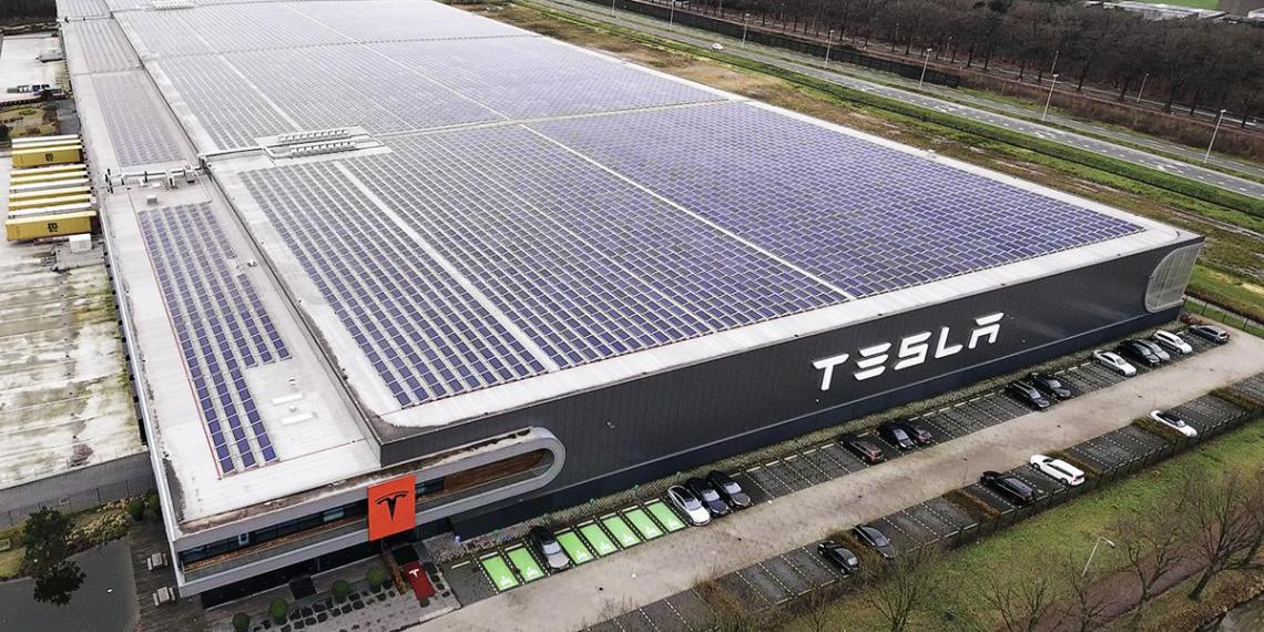 Минпромторг назвал условия открытия завода Tesla в России
