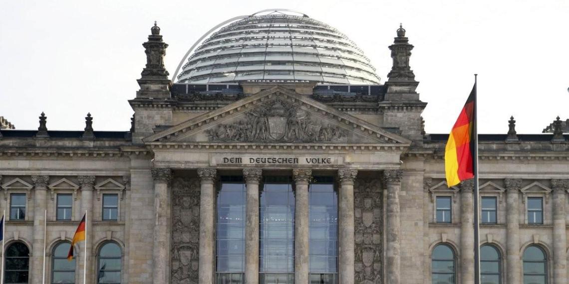 Германия высылает из страны двух российских дипломатов из-за убийства чеченского боевика в Берлине
