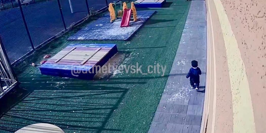 Воспитательница детсада в Татарстане забыла 1,5-годовалого ребенка на улице