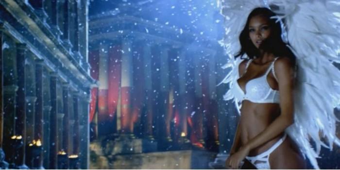 «Ангелы» Victoria's Secret снялись в рождественской рекламе