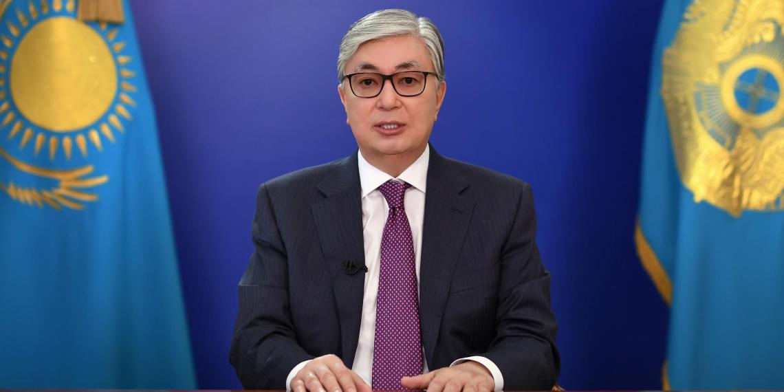 Президент Казахстана предупредил о серьезной угрозе жителям приграничных районов России