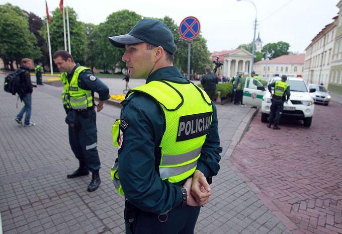 Литовские власти обыскали дома активистов, агитировавших против НАТО и ЕС