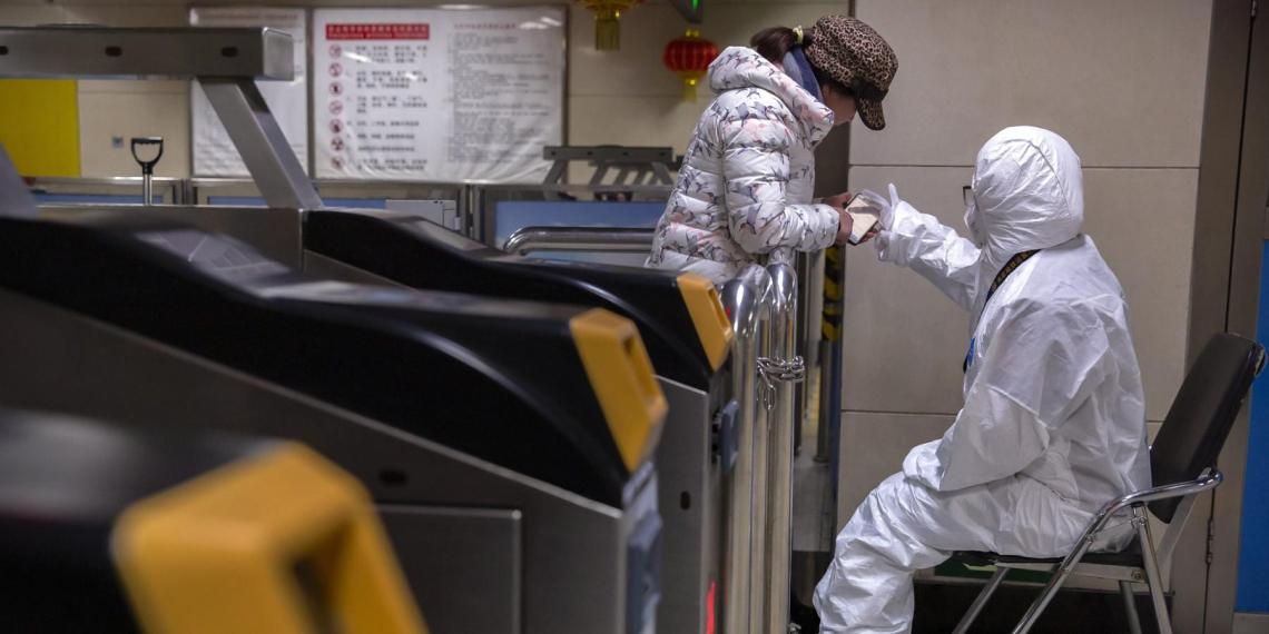 Роспотребнадзор рекомендовал россиянам для защиты от коронавируса не ездить за рубеж