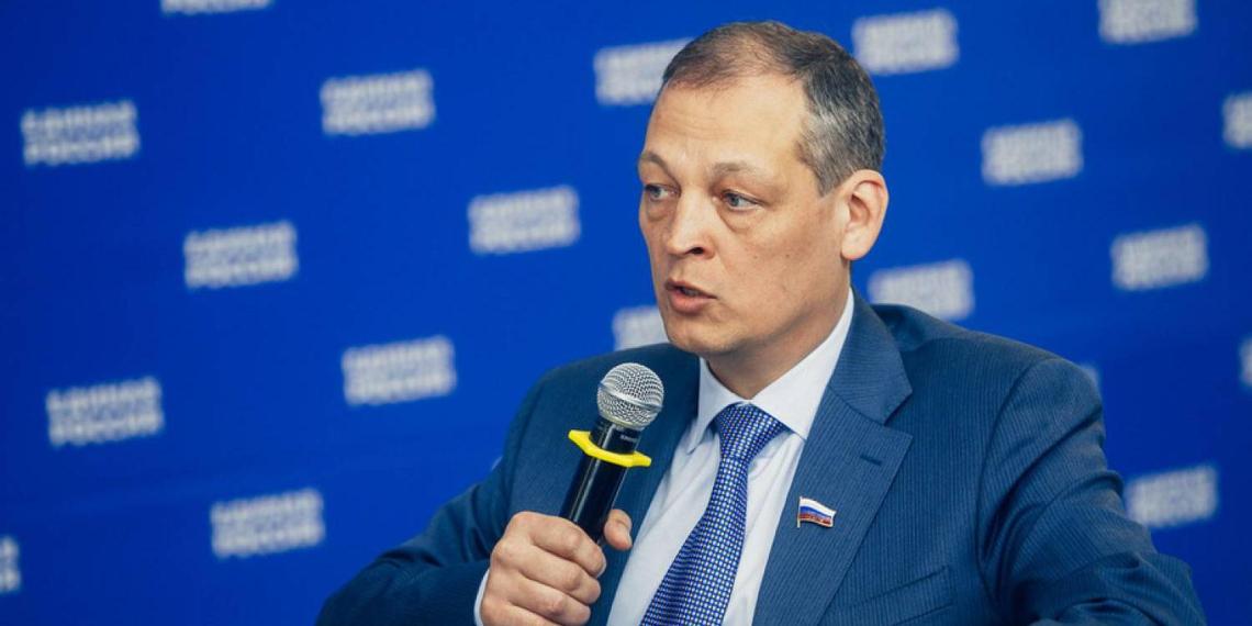 Депутат Госдумы погиб при крушении частного вертолета