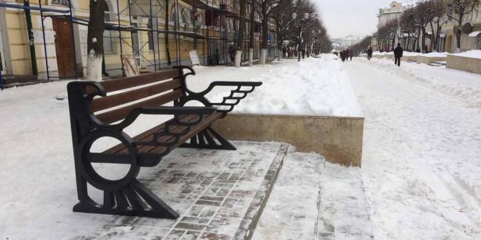В Орле установили скамейку, напоминающую герб Третьего рейха