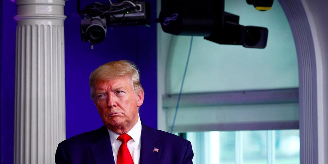 Трамп решил вводить санкции против стран, которые не забирают своих граждан из США