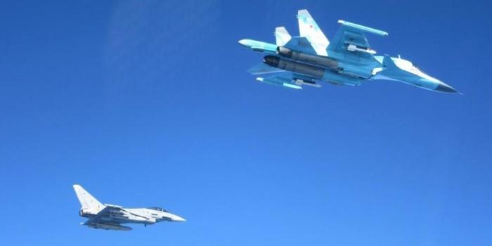 Самолеты испанских ВВС запечатлели российские Су-34 над Балтикой