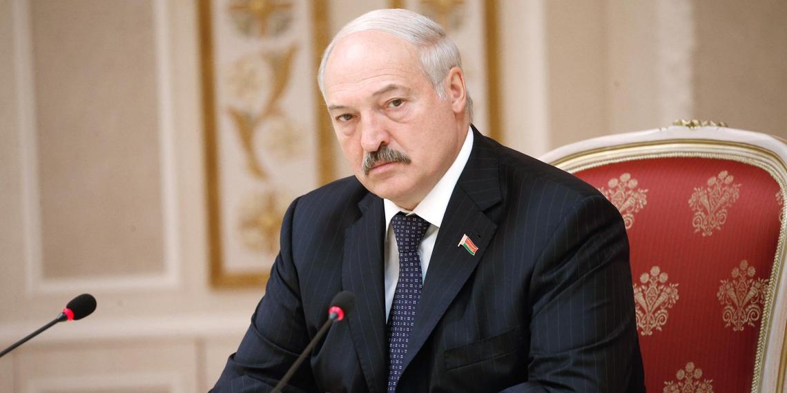 Лукашенко приказал бросить за границей безответственных белорусов