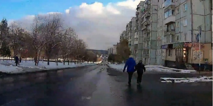 В Кузбассе водитель сбил бабушку со внуком, несмотря на предупреждения пассажира