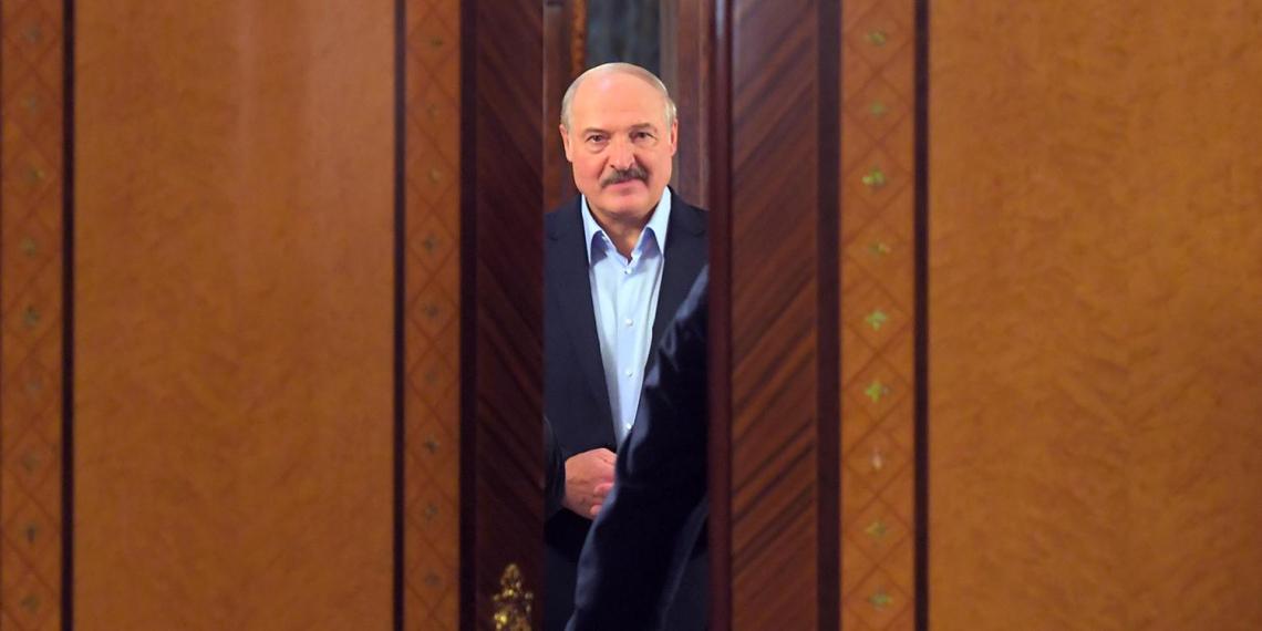 """Лукашенко пригрозил """"майданутым"""" белорусам противостоянием с КГБ"""