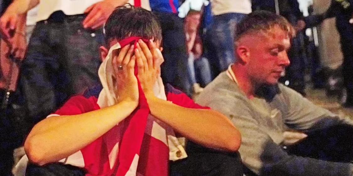 Слезы, мусор и отчаяние: как англичане встретили поражение своей сборной на Евро