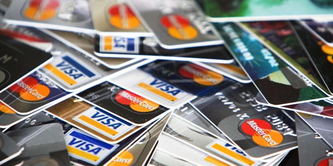 В 2018 году безналичных платежей впервые станет больше, чем наличных