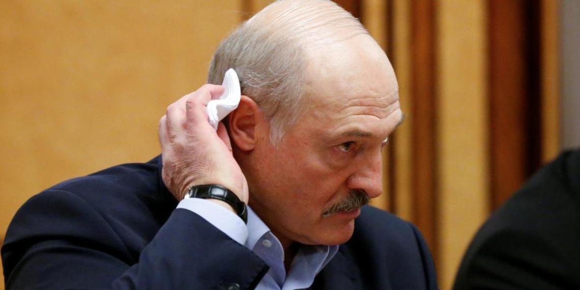 Отказавшаяся бороться с вирусом Белоруссия попросила у России помощи