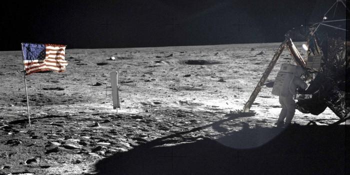 Российские ученые планируют отправить на Луну спутник и узнать, были ли на ней американцы