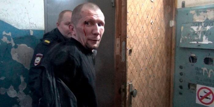 """""""Нюхайте теперь"""": задержанный алиментщик обгадился назло полицейским"""