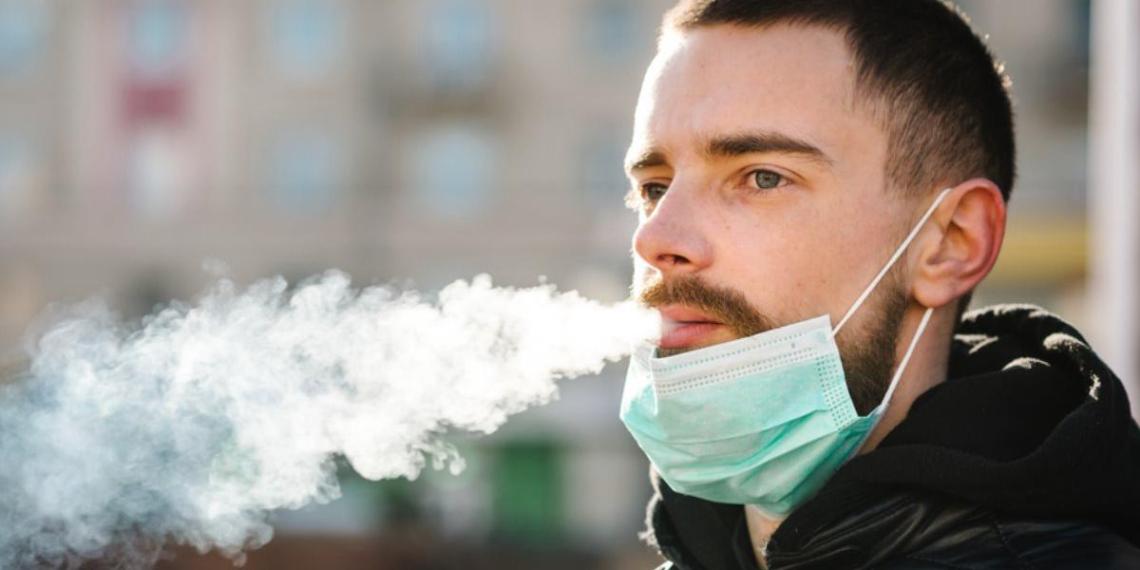 Роспотребнадзор назвал особенности течения COVID-19 у курильщиков