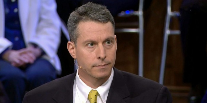 Майкл Бом объяснил, почему США не поставляют Украине летальное оружие