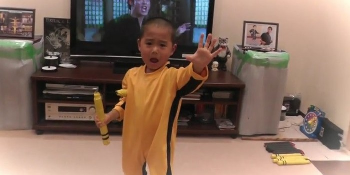 5-летний японец копирует технику Брюса Ли (ВИДЕО)