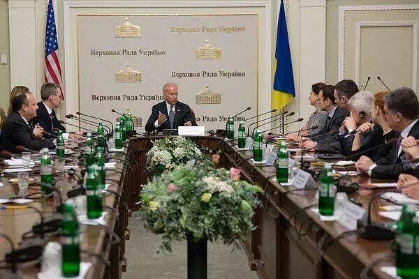 Вице-президент США прилетит в Киев побороться с коррупцией