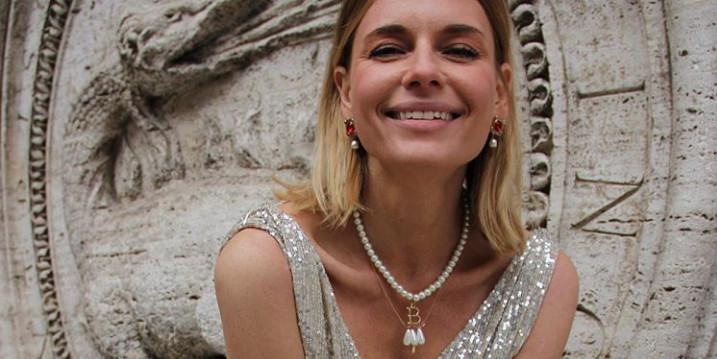 Оголившая грудь Любовь Толкалина объявила, что вышла замуж