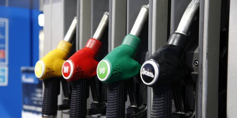 В аналитическом центре при правительстве не увидели проблемы в резком росте цен на бензин