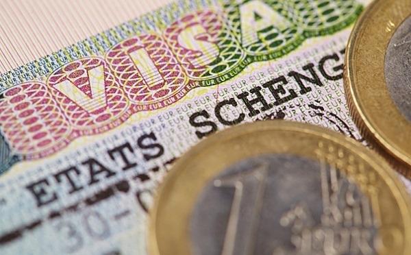 Снижение доходов украинцев вызвало массовые отказы в выдаче им Шенгенских виз