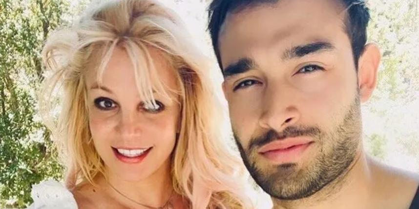 Бритни Спирс объявила о помолвке с женихом, который моложе ее на 12 лет